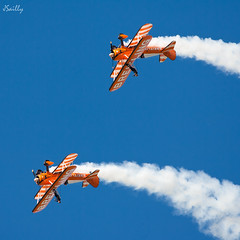 BREITLING WINGWALKERS (Juju de Tonnay) Tags: plane aviation meeting vol boeing avion stearman breitling wingwalker voltige biplan ef400mmf56l mainfonds