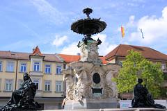 Paulibrunnen auf dem Marktplatz - Erlangen (04) (Stefan_68) Tags: cloud fountain germany bayern deutschland bavaria brunnen fuente wolke marketplace fontana fontaine fonte marktplatz erlangen fontein marktbrunnen paulibrunnen