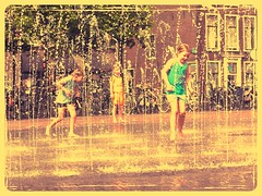 Photo-summer-day (JoséDay) Tags: water fountain children leiden streetscene zomer summerinthecity fontein playinginwater playingkids 365218 2015photoadaychallengegroup 2015pad218 august62015