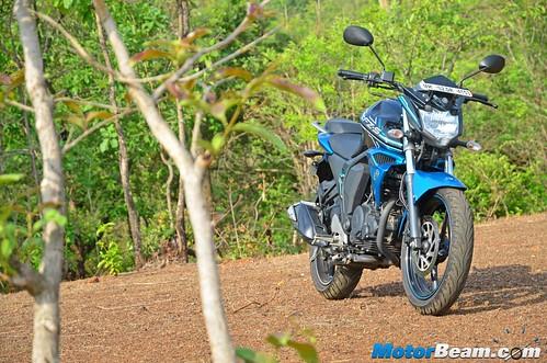 2015-Yamaha-FZ-V2-Long-Term-05