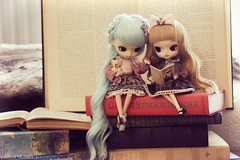 Reading fairytales together (ChewyRabbit) Tags: blue cute fairytale sisters vintage reading book turquoise goldenrod dal blonde pullip luts joujou leeke obitsu 23cm 21cm rewigged dotori obitsued ginalopes chewyrabbit