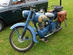 Moto PEUGEOT bleue (xavnco2) Tags: blue france motorbike moto fête peugeot picardie motorrad somme 2015 anciens véhicules monocylindre pernois bleure