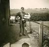 Renkum Sam Stam brengt brood Foto ca 1970 familie Stam Collectie HGR (Historisch Genootschap Redichem) Tags: renkum sam stam brengt brood foto ca 1970 familie collectie hgr