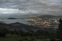 GALICIA.- GALICIA.- Ria de Vigo, bahía de Baiona (LUIS FELICIANO) Tags: paisaje panoramica anochecer ocaso atardecer montañas peninsul naturaleza exterior airelibre olympus e5 lent1260mm galicia españa