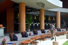 Bar, Potato Head Beach Club, Bali (Manoo Mistry) Tags: nikond5500body nikon tamron18270mmzoom beachclub beach club bali indonesia seminyak outdoor tourism tourist swimming bar seating potatoheadbeachclub