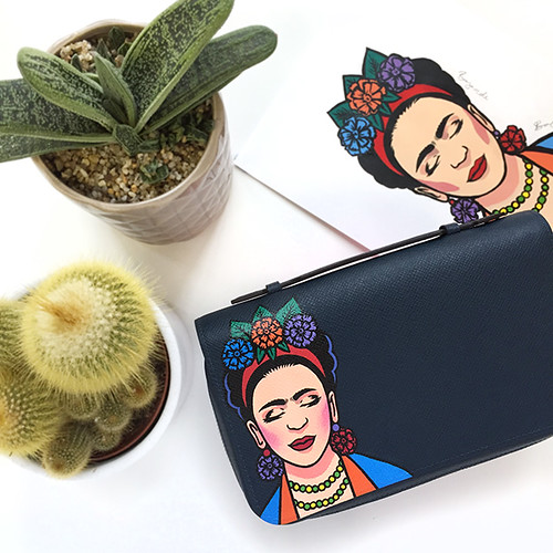 Frida Louis Vuitton clutch 2