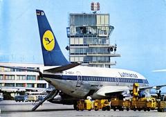 Austria - Vienna [05] - Schwechat - Boeing 737 - Lufthansa - front (Ye-Di) Tags: postcard austria österreich vienna wien schwechat airport flughafen lufthansa boeing 737 vw transporter t1 bus ansichtskarte jet turbofan jetliner aircraft airplane airfield airliner dabeh worldcars aviation donau donaustadt