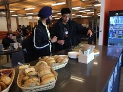 Members grabbing some breakfast for energy!