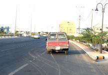 سيارة بالطريق العام لأكثر من 3 ايام تثير الاستياء (oqlanews) Tags: صور اخبار القصيم الصقور عقلة