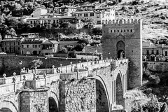 San Martin Toledo (Lord Kuernyus) Tags: travel viaje espaa puente spain arquitectura arch medieval toledo verano arco castillo piedra edadmedia