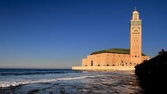 """""""El trono de Alá se hallaba sobre el agua"""" (Herminio.) Tags: oración plegaria rezo minarete mezquita torre puerta casablanca marruecos prayer minaret mosque tower door morocco"""