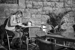 Sunny Winter Terrace (Foto John) Tags: leicam leicam240 leica leicamtyp240 rangefinder summicronm50mmƒ2iv blackwhite blackandwhite blackandwhitethatsright monochrome streetphotography people woman plymouth hoe uk