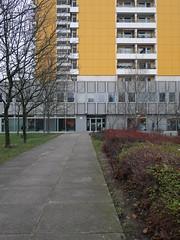 Der Weg. / 21.12.2016 (ben.kaden) Tags: berlin marzahn heleneweigelplatz architekturderddr 2016 21122016