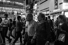Tokyo Daze (Jesús Simeón) Tags: japón shibuya tokyo japan daze blackandwhite blackwhite streetphotography night nightlife 渋谷駅 東京都 日本国