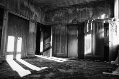 executive's office (öppel) Tags: lost place executive executives office boss grey black white monochrome left mold mould decay decadence waste bergisches land nrw nordrheinwestfalen northrhine westphalia germany deutschland safe strongbox strong room parquet floor nikon d7100 sigma 1770mm contemporary