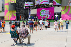 Panamania (with portable stools) (L_) Tags: toronto cityhall nathanphillipssquare panamania panam2015