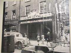 Volta Cinema, Permier cinma de Dublin ouvert par James Joyce le 20 decembre 1909 (Yvette Gauthier) Tags: ireland dublin tower james tour muse joyce ulysses jamesjoyce irlande ulysse cinma martello sandycove bloomsday crivain