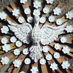 Divino. Trabalho do @michaelf080  #artesanal #artesanatomineiro #decoração #decorar #decoraçãomineira #divino #espiritosanto #entalhe #madeira (fabriciabarcelos) Tags: artesanatomineiro madeira decoração espiritosanto divino decoraçãomineira entalhe artesanal decorar