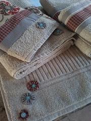 """20150614_164213 (""""ARTEIRICES"""" By RÔ IANGUAS) Tags: de banho jogos customizadas toalhas"""