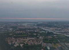 Bayonne, Pyrénées-Atlantiques, et l'Adour, après le coucher du soleil (Marie-Hélène Cingal) Tags: france plane 64 bayonne avion sudouest aquitaine pyrénéesatlantiques photogeorges