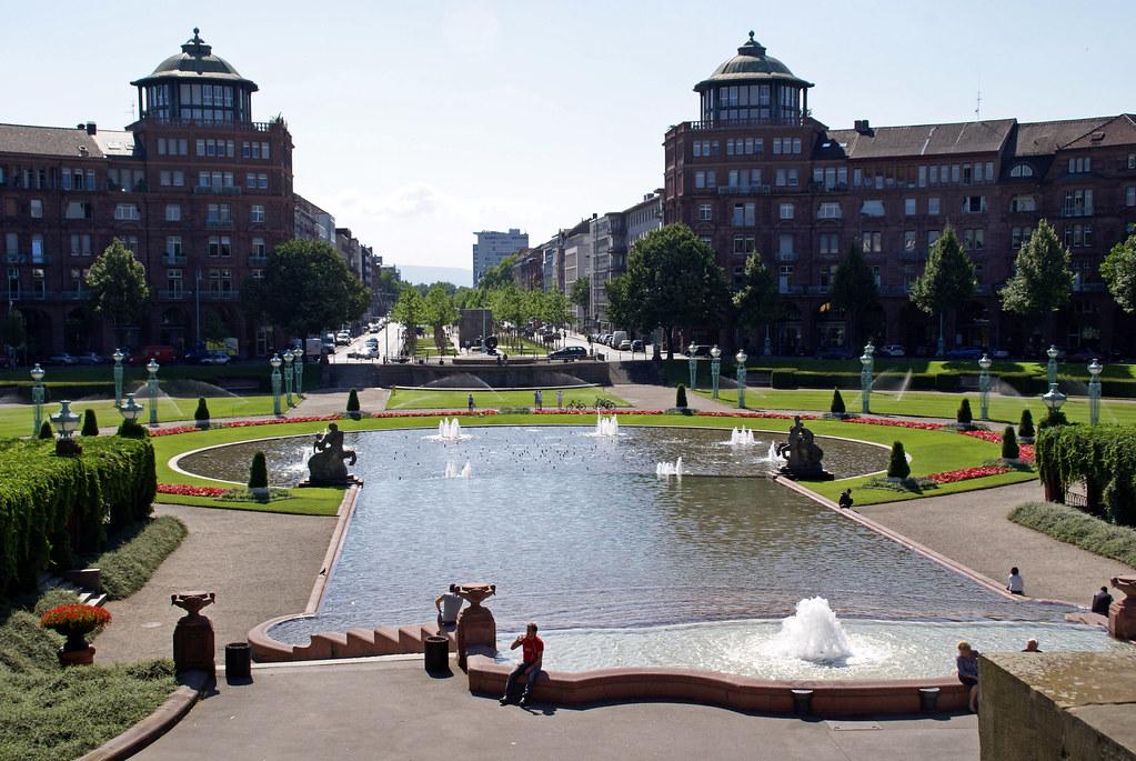 Mannheim, Friedrichsplatz, Wasserspiele, Im Hintergrund Die Augustaanlage  (water Features And Augustaanlage In