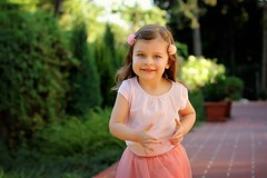 Hédi (PinkPetra) Tags: pink playing cute girl canon outside 50mm kid toddler hungary outdoor adorable running run 7d kiddo lovely szeged 2yearsold 3p 2015 hédi pinkpetraphotography horváthpetra