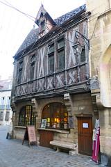 Couleurs de Dijon (nov.-dec. 2016) (godran25) Tags: dijon france bourgogne burgundy couleurs colors maison millière colombages commerce shop médieval medieval