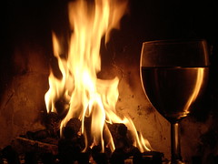 Fire, warmte and wine. . . . (~Ingeborg~) Tags: meinge fire vuur fireplace openhaard hout wood glass glas atmosphere sfeer warmte heat drink drank wine wijn crackedwall gebarstenmuur niceplace lekkereplek vlammen flames