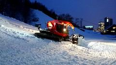 PistenBully. (Papa Razzi1) Tags: 8570 2017 009365 pistenbully machine preparations shaping slopes winter city january stockholm xperiax