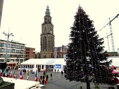 Kerstboom en Ijsbaan Grote Markt GRoningen (Erik Schakelaar) Tags: grote markt groningen ijsbaan martinitoren 050 winters winter