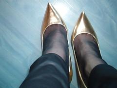 IM007444 (grandmacaon) Tags: escarpins hauttalon highheels pumps lowcutshoes toescleavage
