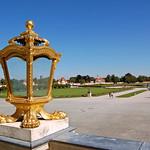 München - Schloss Nymphenburg (11) - Die Terrasse an der Vorderseite thumbnail