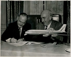 William A. Patterson (United Airlines) and William M. Allen (The Boeing Company), December 17, 1957 (Shook Photos) Tags: williammallen williammcphersonallen wmmallen billallen william allenwm allenthe boeing companyboeing companyboeingaircraftairplanesaeroplaneaeroplanesjetjetspassenger jetpassenger executive officerpresidentchairman board ceo planes jet jets unitedairlines 720 contract order 36780 dash80 727 737 747