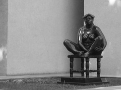 XpectanT! (worlax) Tags: solo sentado soledad fro estatua esperando calor aburrido esperar saludando recibiendo ansioso expectante enrgico flirteando dandoalegra