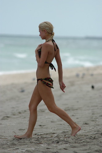 Paris Hilton strolling on Miami Beach