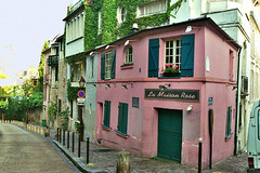 La maison rose de la Butte Montmartre (Julie70) Tags: people paris 2004 topf25 topv111 1025fav blog photos top images montmartre mostinteresting topf stroll gens balade flickrfavs maisonrose paris18e mostfav topv600 julie70 eugeneatget topfavs copyrightjuliekertesz juliekertesz bigfavs montmartrois flickrmostfavorited 100mostinteresting eugeneatge 120of50000