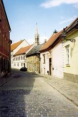 Pozsonyi utcarészlet/In the Old Town of Bratislava (Istvan) Tags: cobblestone scanned slovensko slovakia bratislava oldcity dustbin pozsony