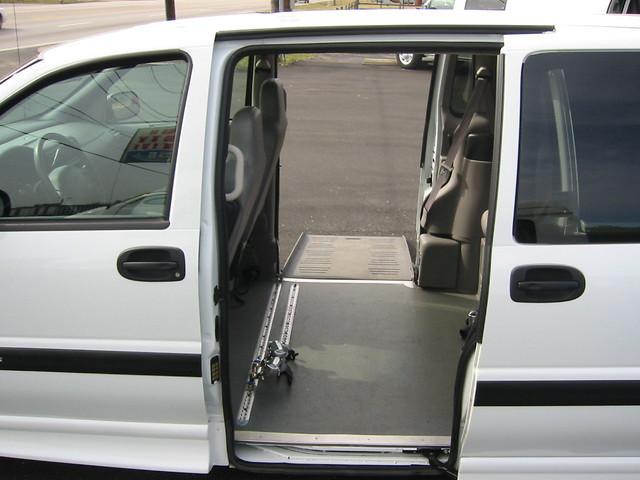 2004 chevrolet venture white