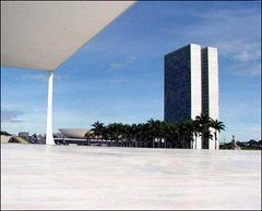Supreme Court and National Congress (Luiz Felipe Castro) Tags: copyright niemeyer brasil architecture photo foto photographer picture architect mavica brasilia oscarniemeyer givemefive reservado luizcastro luizfelipecastro xgivemefive givemeone luizfelipedasilvadecastro