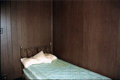 3-the little room copy bed