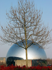 L'arbre et la Gode (jalb) Tags: city blue sunset paris france building tree topv111 architecture 1025fav digital canon spring sphere urbannature g2 geode parisist parc lavillette villette parcdelavillette 75019 gode visitvillette 666v6f interestingness94 i500 urbannatureblog
