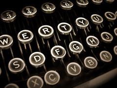 Underwood (Dave Ward Photography) Tags: 2005 old blackandwhite bw typewriter sepia vintage keys keyboard bestof antique unfound best retro davewardsmaragd fiveflickrfavs pss:opd=1110157197 pss:opd=1110144299