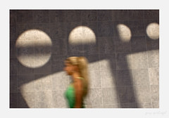 Not another Britney sighting (gaspi *yg) Tags: 2005 street mall women shadows indoor shopping blur motion britneyspears a2 sr46 optimized sr84 urban city sthcsp gaspi