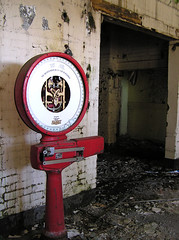 weighing (Mother Mands) Tags: mentalasylum urbandecay weighing abandoned scales