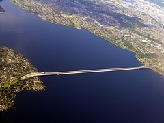 Window Seat: Lake of Blue (Weave) Tags: ericweaver lakewashington i90 bridge pontoon floating blue water lake seattle brug pont brcke ponticello ponte puente lac meer lago