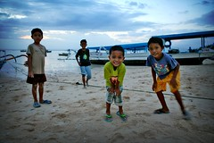 4 curious kids (phitar) Tags: sunset bali 2004 topc25 kids wow topf50 topv333 interestingness1 curiosity lembogan phitar