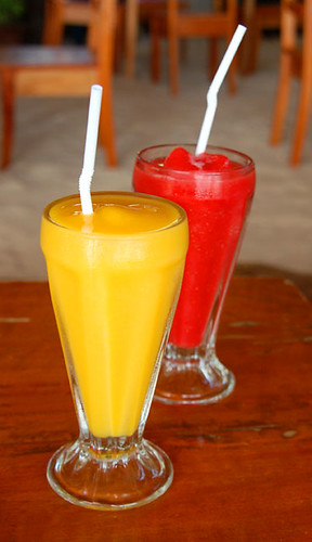 mango and strawberry shakes