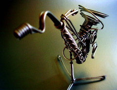 Saxy (wakalani) Tags: verde green art closeup model kitsch olympus vistas sax saxophone saxofon saxy olympusfe120 wakalani masvistas utatafeature
