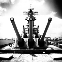 uss missouri. pearl harbor, hawaii. 2006. (eyetwist) Tags: bw postprocessed monochrome contrast photoshop square hawaii blackwhite nikon conversion navy highcontrast 2006 rifles symmetry missouri processing cannon ww2 pearlharbor symmetric guns 16 battleship fleet usnavy triple processed vignette turret usn radar antennae worldwar2 teak ussmissouri mightymo hicon pacifc battlewagon bb63 eyetwist signaltonoise contactforstockusage