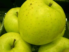 apple (bonjourtoshie) Tags: apple pomme